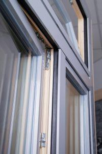 Okno drewniane z okładziną aluminiową